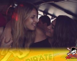 4 Junio DERECHO EN LA LAZY PIRATE BOAT PARTY (1)