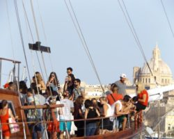 4 Junio DERECHO EN LA LAZY PIRATE BOAT PARTY (23)