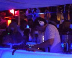 JUNIO SUNGLASSES AT NIGHT EN EL CAFÉ DEL MAR (10)